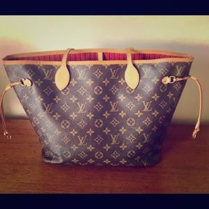 ✔️ RESERVED ✔️LOUIS VUITTON NEVERFULL MM
